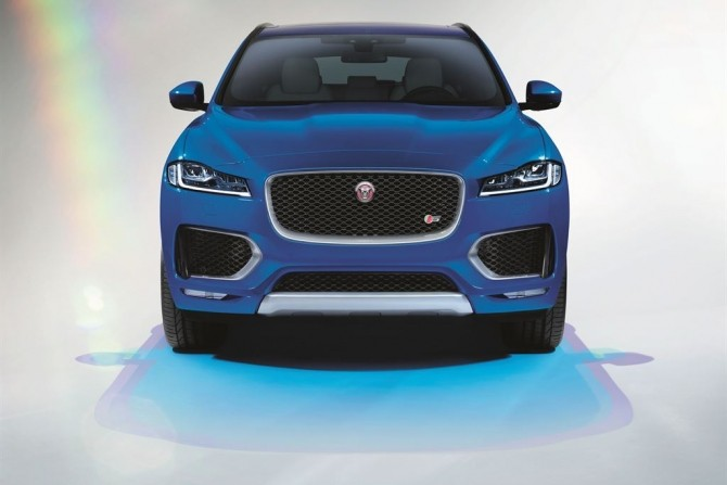 Jaguar F-PACE First Edition.jpg