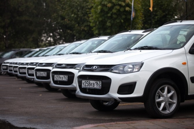 Lada Kalina Cross row.jpg