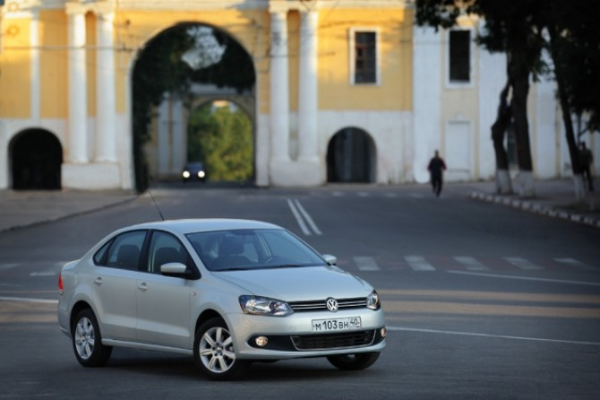 Volkswagen_Polo_sedan.jpg