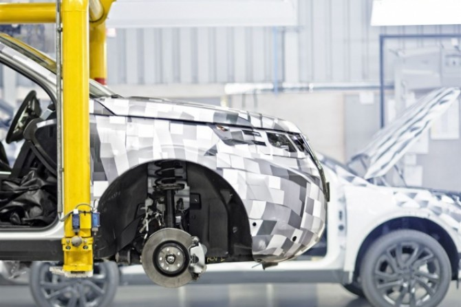 Prototype-build-tests-of-the-new-land-rover-discovery-sport.jpg