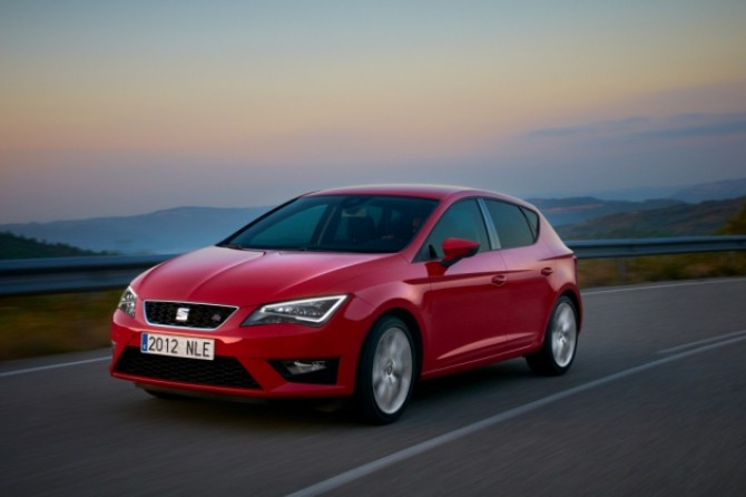 12 11 2013_SEAT Leon sales with LED lights2.JPG