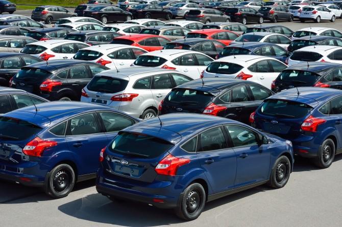 Продажи новых машин в РФ летом упали на18%