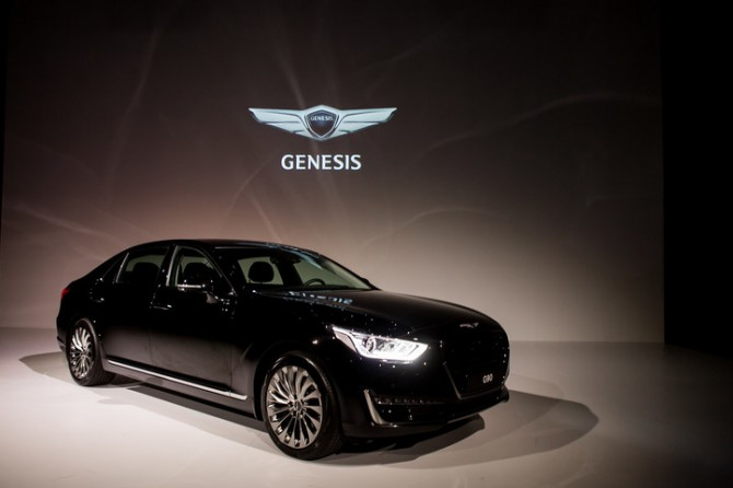 Раскрыта информация окомплектациях седана Genesis G90 для России
