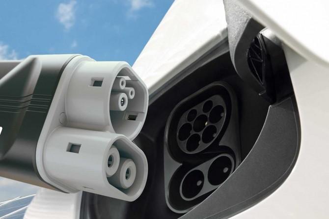 За7 лет батареи для электромобилей упали вцене в пару раз
