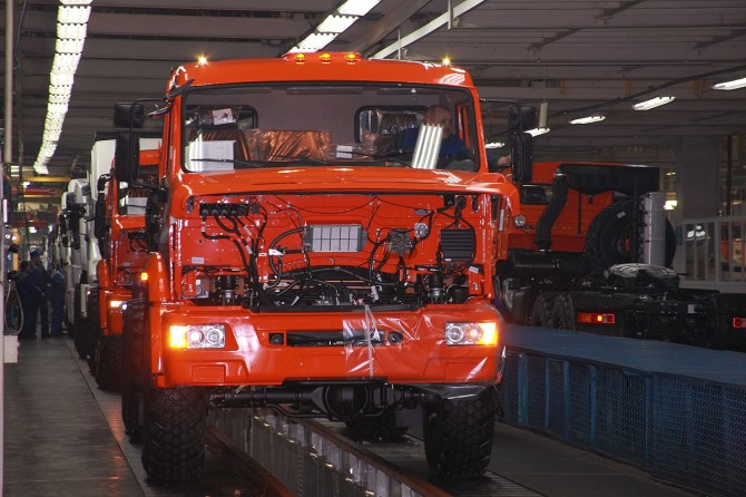 «КамАЗ» возобновил производство после отпуска