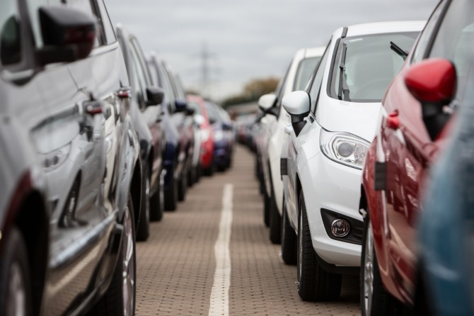 Продажи легковых авто в Российской Федерации всередине зимы упали на4,1%