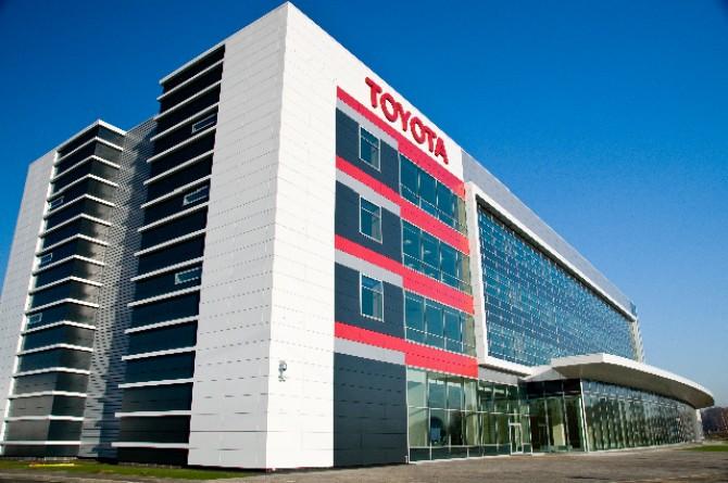 Компания «Тойота Мотор» отметила 15-летие работы в РФ