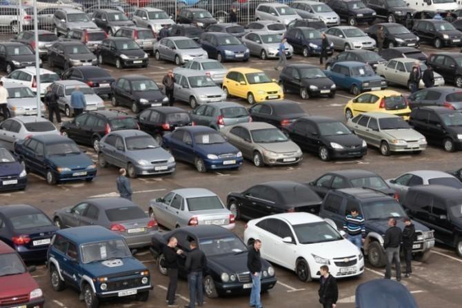 Какие автомобили выставляли на продажу в марте?