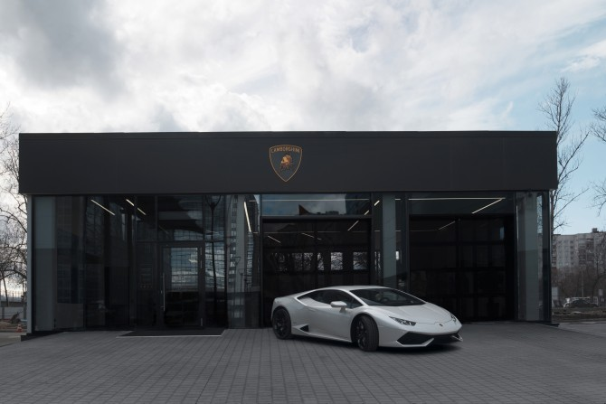 В северной столице открыт новый автосалон Lamborghini