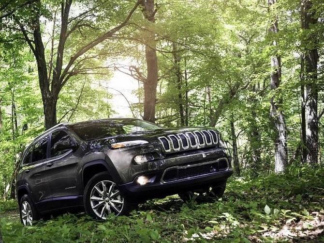 В РФ отзовут неменее 1,8 тыс. машин Jeep Cherokee иRenegade