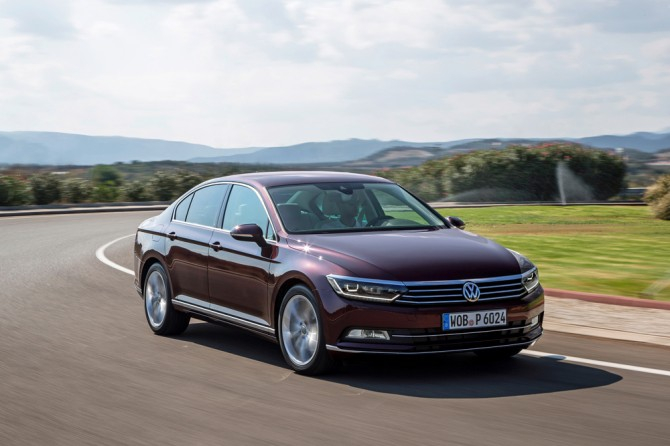 VW снизил цены на собственный флагман Passat вРФ