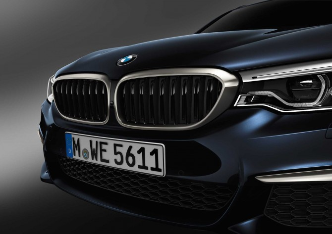 P90255124-the-new-bmw-m550d-xdrive-sedan-04-2017-2120px