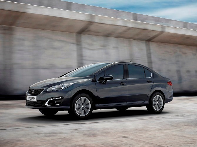 Peugeot (Пежо) назвал русские цены наседан 408