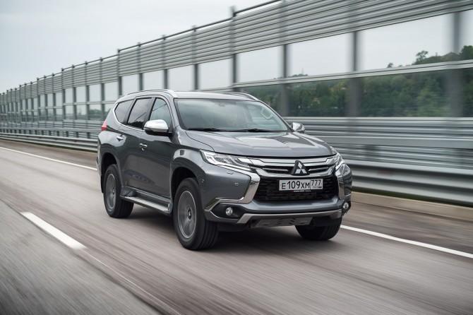 Митцубиси снизила цены на вседорожный автомобиль Pajero Sport в Российской Федерации