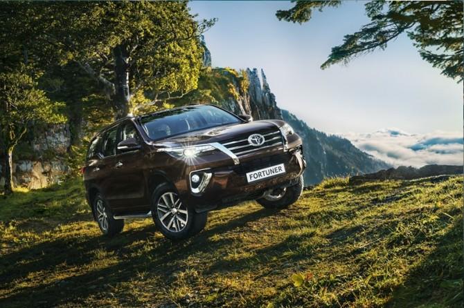 Названы русские цены нарамный вседорожный автомобиль Тоёта Fortuner