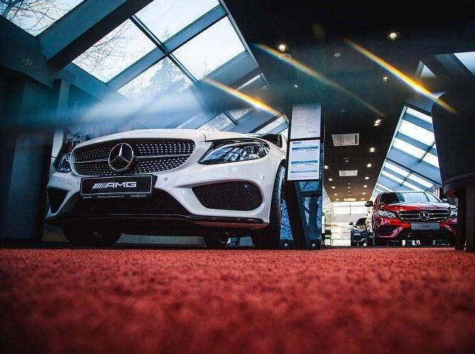 Продажи дорогих автомобилей в России сократились на 18%