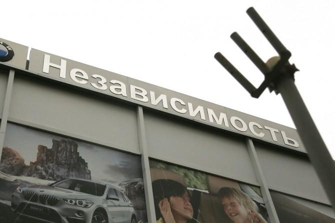 Посредник «Независимость» закрыл все автомобильные салоны в столице