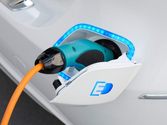 Электромобили сократят спрос на нефть на 8 млн баррелей в день к 2040 году
