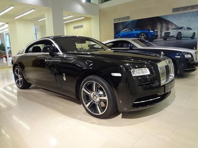 Продажи люксовых автомобилей в России в октябре выросли на 37%