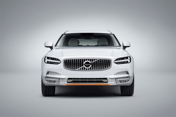 Объявлены цены на спецверсию Volvo V90 Cross Country