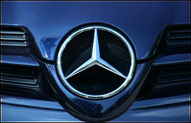 Mercedes-Benz2
