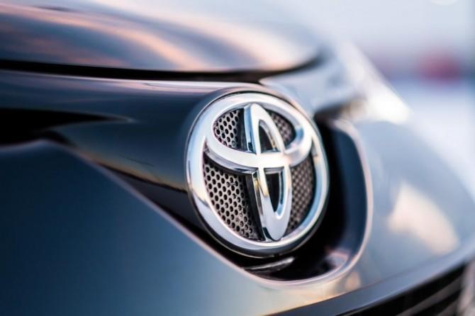 Toyota в 2018 году выведет на рынок РФ кроссовер C-HR и новый Camry