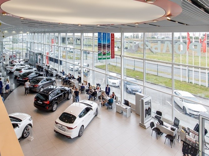 Определены регионы с наибольшим и наименьшим количеством проданных автомобилей на 1000 человек