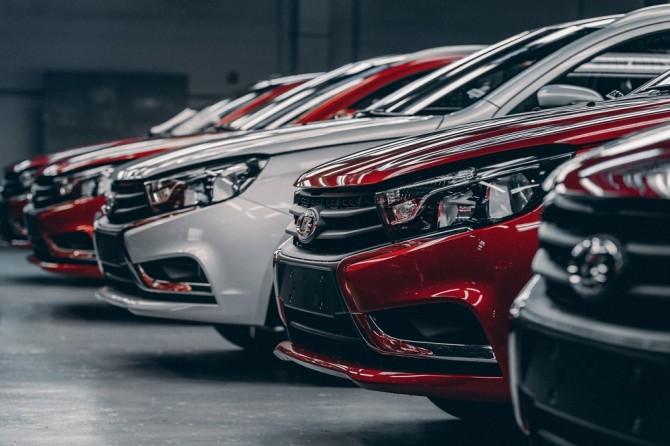 АВТОВАЗ повысит цены на автомобили LADA на 2,5 – 3% из-за роста НДС