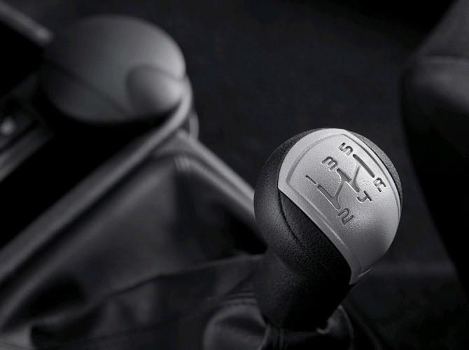В России падают продажи автомобилей с механической КП