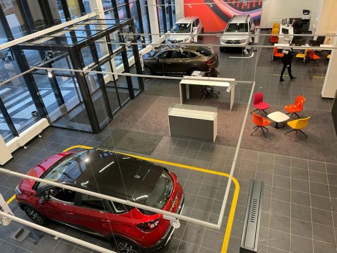 Renault открыла первый в России автосалон в новом фирменном стиле