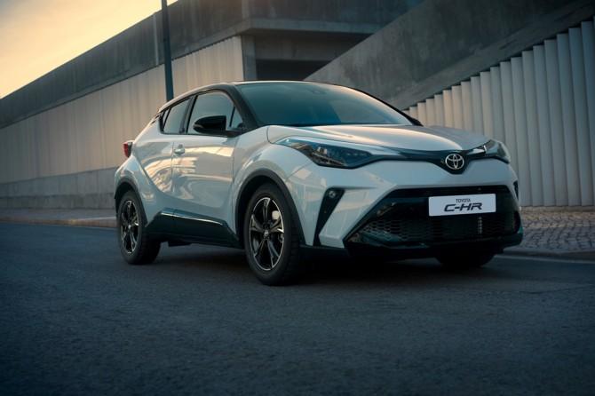 Toyota Corolla и C-HR в специальной серии GR Sport доступны в России