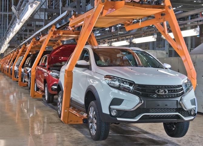 АВТОВАЗ возобновил производство LADA Largus и XRAY после очередного простоя