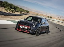 Первые MINI John Cooper Works GP переданы российским клиентам