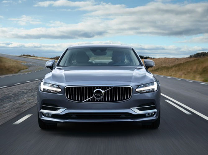 170165_Location_Volvo_S90_Front_Mussel_Blue.jpg